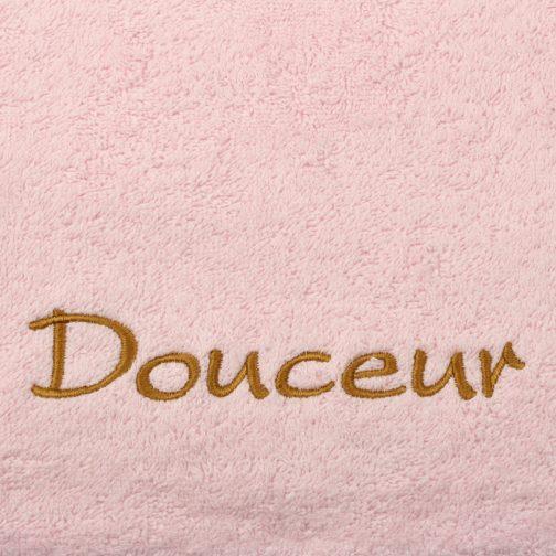 serviette rose brodée cuir