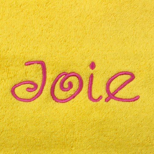 serviette jaune brodée fuchsia