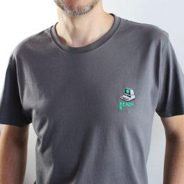 T-shirt brodé : «PET l'ordinateur personnel»