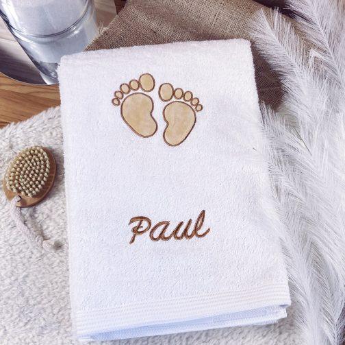 serviette pieds bébé cadeau de naissance personnalisé